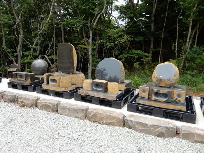 伊達冠石で作った墓石の数々